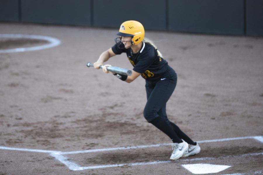 Infielder+Mia+Ruther+bunts+during+the+Iowa+softball+fall+opener+against+Des+Moines+Area+Community+College.+The+Hawkeyes+beat+the+Bears+4-1+in+10+innings.