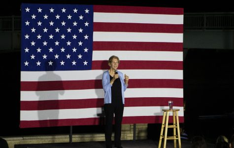 Elizabeth Warren hits on economic reform in Iowa City stop
