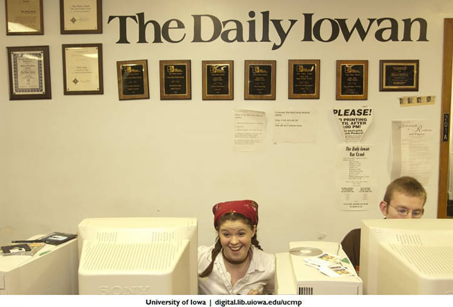 Daily+Iowan+staffers+are+seen+working+in+their+office+in+the+Communications+Building.