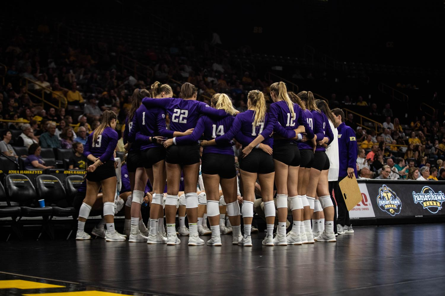 Washington+players+huddle+up+during+a+volleyball+match+between+Iowa+and+Washington+at+Carver+Hawkeye+Arena+on+Saturday%2C+September+7%2C+2019.+The+Hawkeyes+were+defeated+by+the+Huskies%2C+3-1.