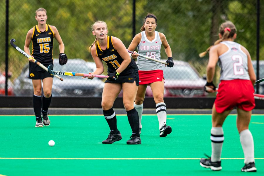 Iowa+midfielder+Katie+Birch+looks+to+pass+during+a+field+hockey+match+between+Iowa+and+Ohio+State+on+Friday%2C+September+27%2C+2019.+The+Hawkeyes+defeated+the+Buckeyes%2C+2-1.