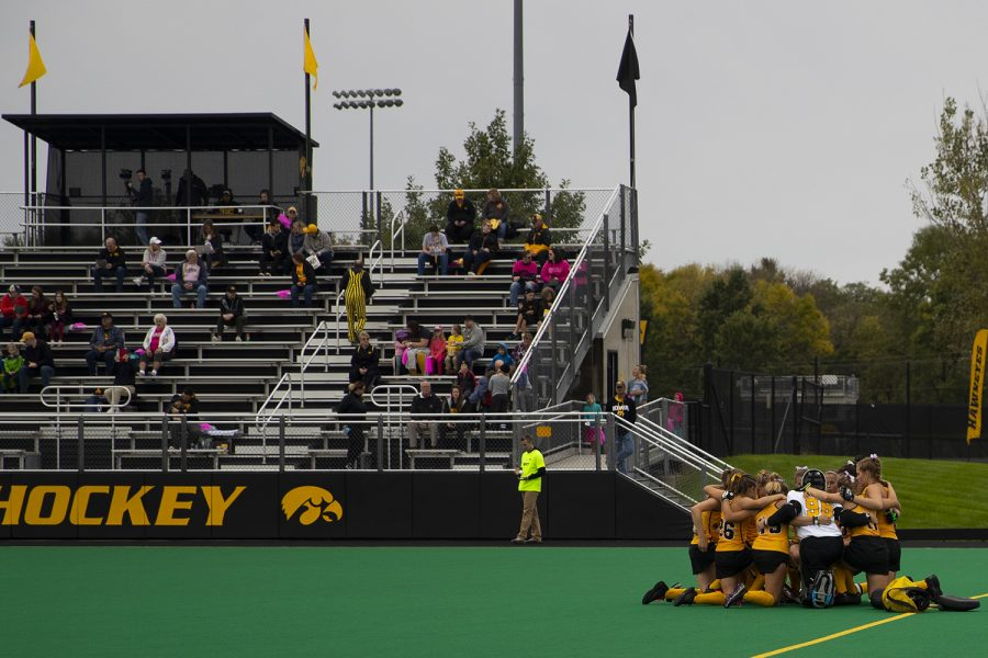 Iowa%E2%80%99s+team+huddles+for+a+penalty+corner+during+UC+Davis+field+hockey+game+on+October+6%2C+2019.