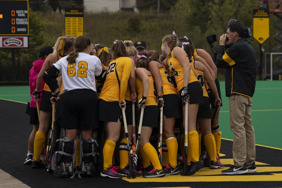 Iowa%E2%80%99s+team+huddles+before+the+UC+Davis+field+hockey+game+on+October+6%2C+2019.