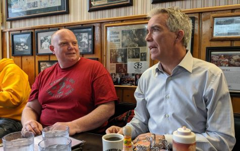 UI grad and presidential hopeful Joe Walsh returns to Iowa City for homecoming