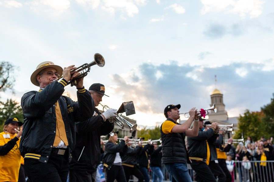 Members+of+the+Hawkeyes+Alumni+Marching+Band+march+in+the+Homecoming+Parade+on+Friday%2C+Oct.+19%2C+2018.
