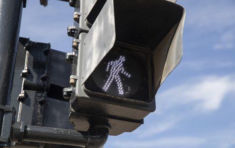 Opinion: Pentacrest pedestrians need safer stoplights