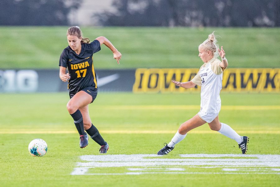 Iowa+defender+Hannah+Drkulec+navigates+the+field+during+a+women%27s+soccer+match+between+Iowa+and+Western+Michigan+on+Thursday%2C+August+22%2C+2019.+The+Hawkeyes+defeated+the+Broncos%2C+2-0.+
