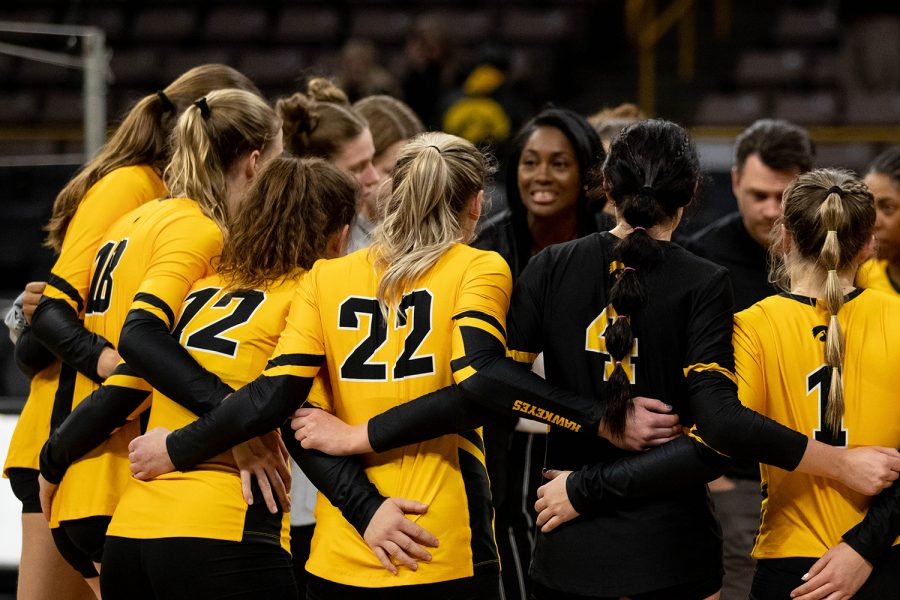 The+Iowa+volleyball+team+huddles+up+before+during+a+match+against+the+University+of+Illinois+on+Wednesday%2C+Nov.+6%2C+2019.+The+Hawkeyes+lost+to+the+Fighting+Illini%2C+who+won+3-0.+Allison+had+the+third+most+kills+during+the+match+with+nine+kills.+