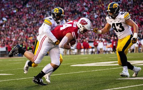 Iowa football aims to spoil Minnesota's perfect record