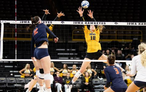 Iowa volleyball overpowered by Illinois