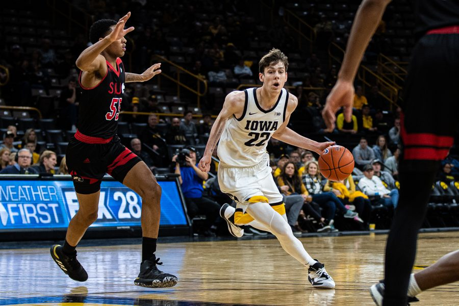 Iowa+forward+Patrick+McCaffery+drives+to+the+rim+during+a+men%27s+basketball+game+between+Iowa+and+Southern+Illinois-Edwardsville+at+Carver-Hawkeye+Arena+on+Friday%2C+Nov.+8%2C+2019.+The+Hawkeyes+defeated+the+Cougars%2C+87-60.+%28Shivansh+Ahuja%2FThe+Daily+Iowan%29