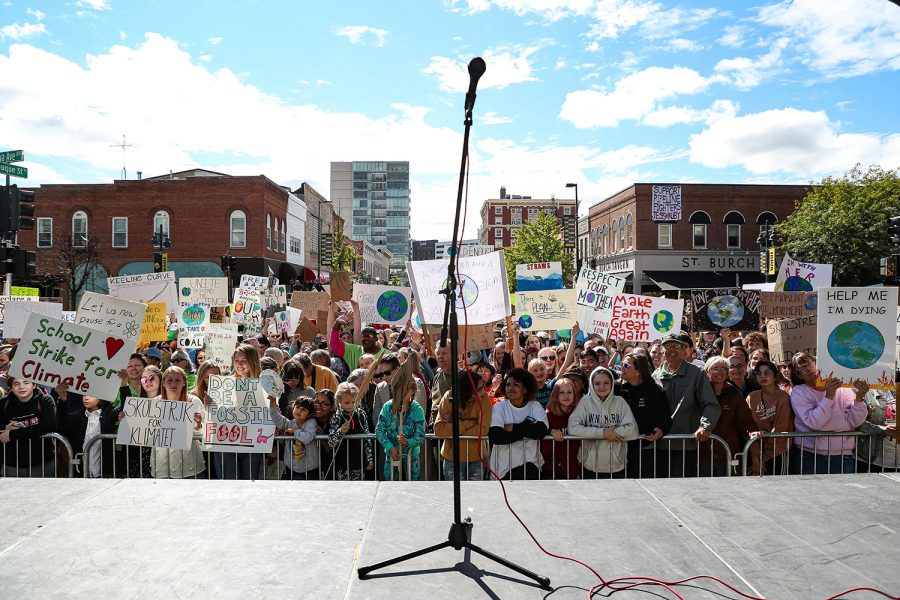 Protestors+crowd+in+front+of+the+stage+to+hear+Swedish+climate+activist+Greta+Thunberg+speak+at+the+Iowa+City+Climate+Strike+in+downtown+Iowa+City+on+Friday%2C+Oct.+4%2C+2019.+%28David+Harmantas%2FFor+The+Daily+Iowan%29