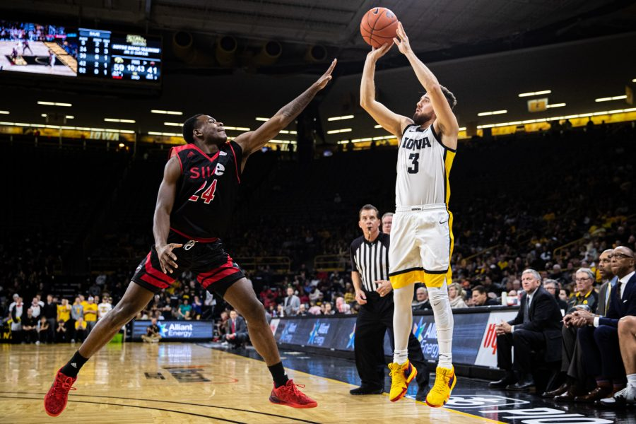 Iowa+guard+Jordan+Bohannon+attempts+a+3-pointer+during+a+men%27s+basketball+game+between+Iowa+and+Southern+Illinois-Edwardsville+at+Carver-Hawkeye+Arena+on+Friday%2C+Nov.+8%2C+2019.+The+Hawkeyes+defeated+the+Cougars%2C+87-60.+%28Shivansh+Ahuja%2FThe+Daily+Iowan%29