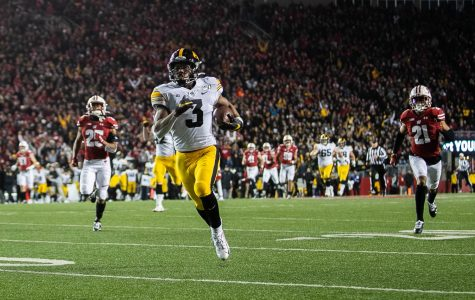 WATCH: Tracy's reverse gives Iowa early lead