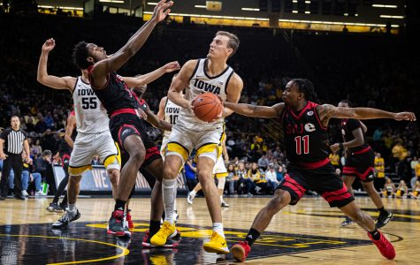Nunge, Hawkeyes looking to bounce back against Golden Eagles