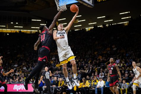 Iowa men's hoops topples SIUE in season-opener