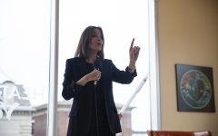 Marianne Williamson promotes 'outside the box' agenda at Iowa yoga studio