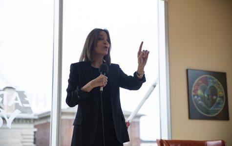Marianne Williamson promotes 'outside the box' agenda at Iowa yoga studio