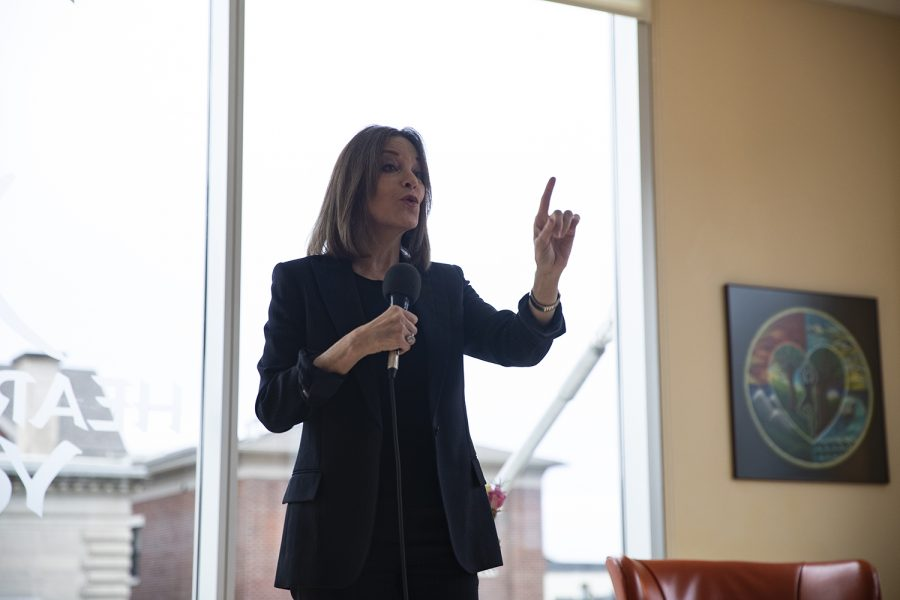 2020+Democratic+candidate+Marianne+Williamson+speaks+at+Heartland+Yoga+on+Sunday%2C+Dec.+1%2C+2019.+The+author+compared+the+government+to+the+human+body%2C+promoting+ongoing+healing.+