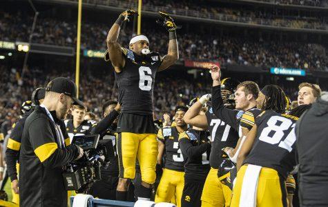Smith-Marsette ties Iowa bowl touchdown record