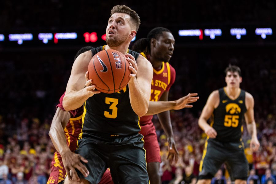 Iowa+guard+Jordan+Bohannon+looks+to+the+backboard+during+a+men%E2%80%99s+basketball+match+between+Iowa+and+Iowa+State+at+Hilton+Coliseum+on+Thursday%2C+Dec.+12%2C+2019.+The+Hawkeyes+defeated+the+Cyclones%2C+84-68.+%28Shivansh+Ahuja%2FThe+Daily+Iowan%29