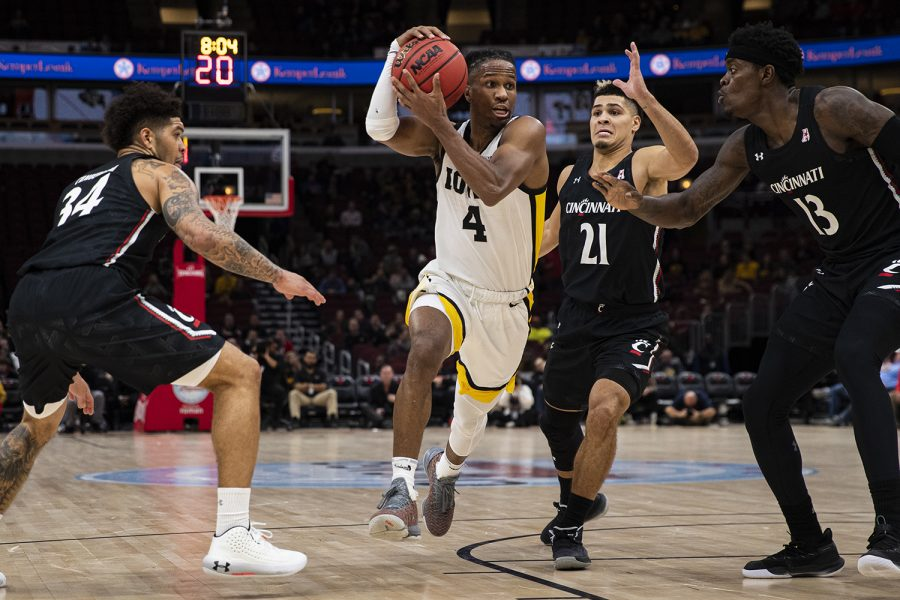 Iowa+guard+Bakari+Evelyn+drives+to+the+hoop+during+a+men%C3%95s+basketball+match+between+Iowa+and+Cincinnati+at+the+United+Center+in+Chicago+on+Saturday%2C+Dec.+21%2C+2019.+%28Shivansh+Ahuja%2FThe+Daily+Iowan%29