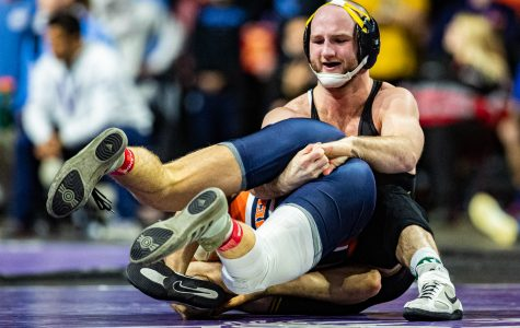 Iowa wrestling sets team scoring record, crowns five champions at Midlands