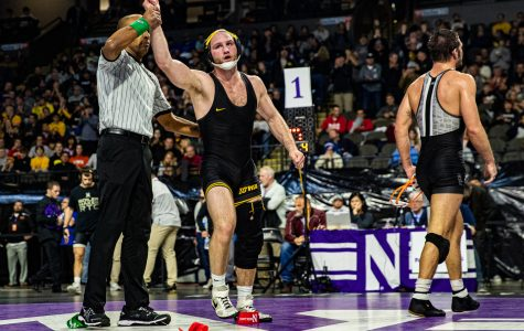 Iowa wrestling continues to roll in Indiana, defeating Purdue 41-0