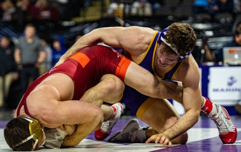 Iowa wrestling blanks Indiana in Bloomington