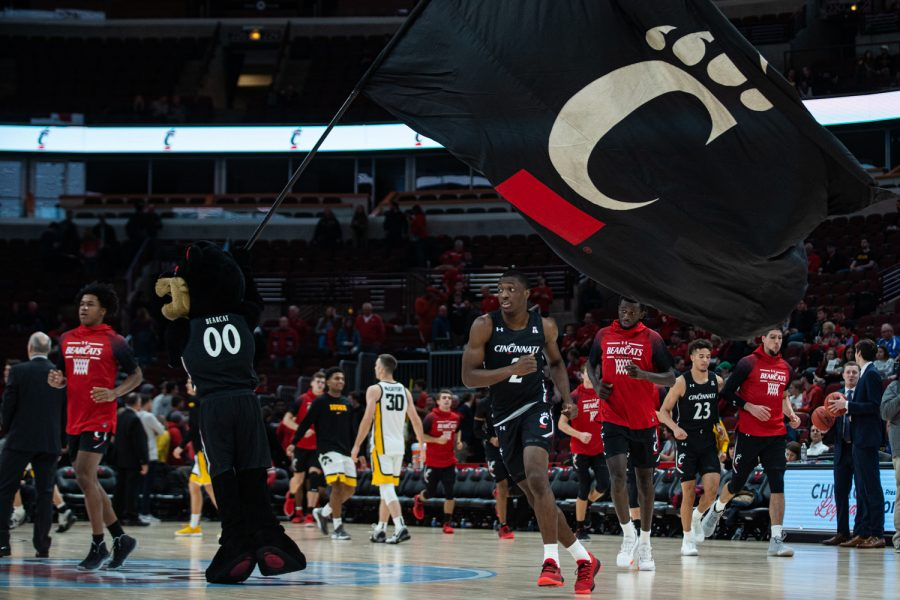 Cincinnati+players+run+onto+the+court+during+a+men%E2%80%99s+basketball+match+between+Iowa+and+Cincinnati+at+the+United+Center+in+Chicago+on+Saturday%2C+Dec.+21%2C+2019.+The+Hawkeyes+defeated+the+Bearcats%2C+77-70.