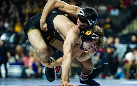 Hawkeyes launch 10 wrestlers into Midlands semifinals