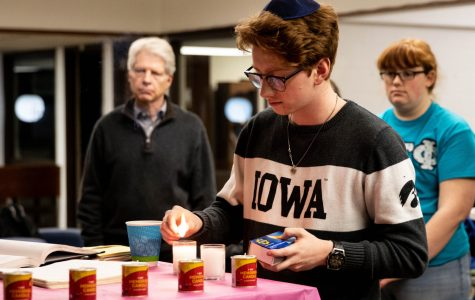 Iowa Hillel holds vigil in remembrance of the Holocaust and its victims