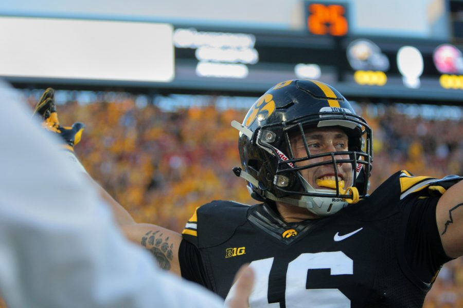 Iowa+tight+end+George+Kittle+celebrates+a+touchdown+during+the+Iowa-Iowa+State+game+at+Kinnick+on+Saturday%2C+Sept.+10%2C+2016.+Iowa+head+Iowa+State+to+one+field+goal+to+defeated+them%2C+42-3.+