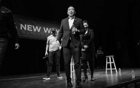 Andrew Yang says universal basic income will help women in Iowa City stop