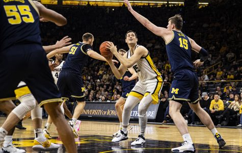 Hawkeyes continue home dominance with win over Wolverines