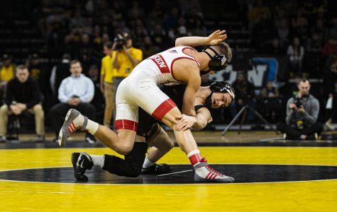 Hawkeye wrestling continues dominant stretch, takes down Nebraska at Carver