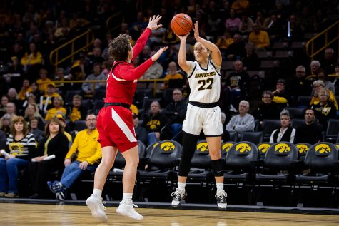 Iowa guard Kathleen Doyle shoots during a women