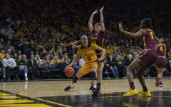 Seniors help Iowa squeak by Minnesota in home finale