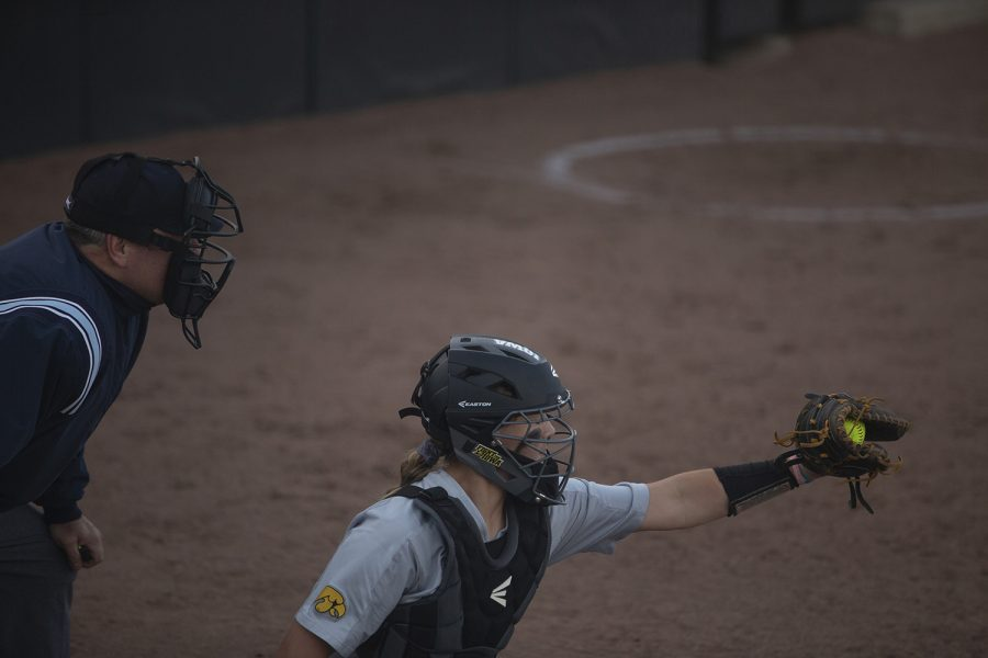 Iowa+catcher+Kit+Rocco+catches+a+pitch+during+an+Iowa+softball+game+against+Iowa+Central+at+Pearl+Field+on+Friday%2C+October+4%2C+2019.+The+Hawkeyes+defeated+the+Tritons+4-0+in+10+innings.