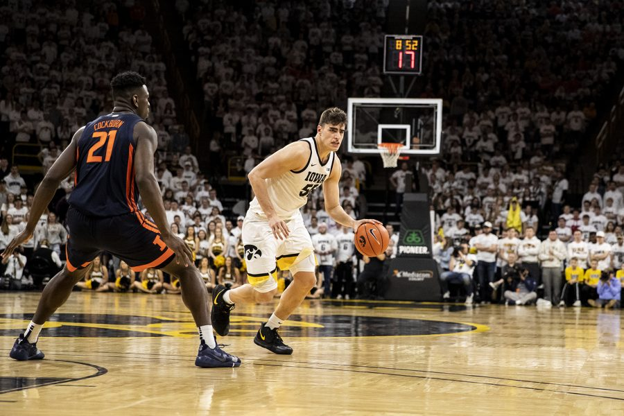 Hawkeyes top Illini in top-25 matchup