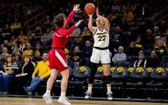 Women's basketball bounces back with big win over Badgers