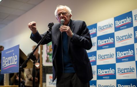 Sanders rallies last-minute support at Iowa City HQ stop