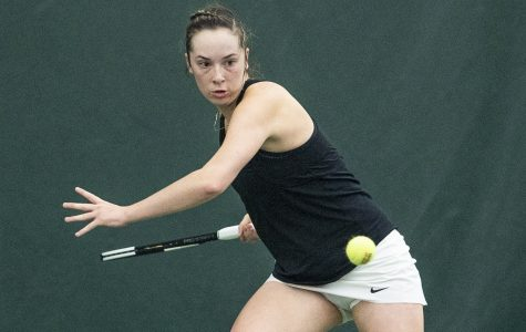 Women's tennis outlasts Kansas State in marathon