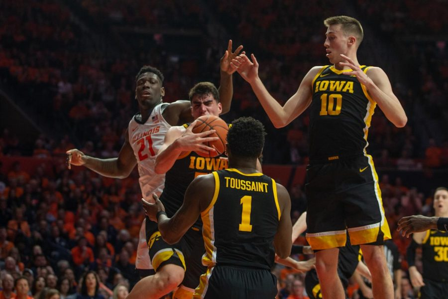 Iowa falls to Illinois, loses out on double-bye