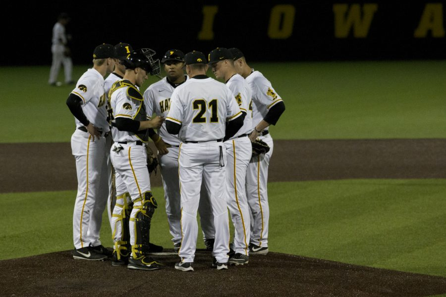 Iowa+players+meet+on+the+pitcher%27s+mound+during+the+game+against+Michigan+State+at+the+Duane+Banks+Baseball+Stadium+on+Friday%2C+May+10%2C+2019.+The+Hawkeyes+defeated+the+Spartans+7-5.+