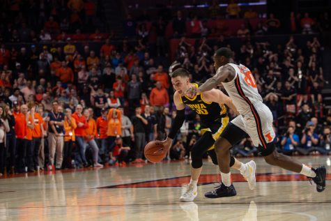 Iowa guard Connor McCaffery drives past Illinois