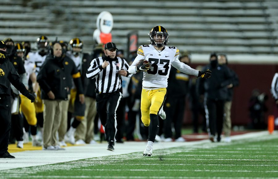 Iowa Hawkeyes defensive back Riley Moss (33) runs with the ball after an interception against the Minnesota Golden Gophers Friday, November 13, 2020 at TCF Bank Stadium. (Brian Ray/hawkeyesports.com)