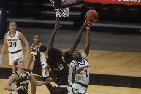 Iowa guard Tomi Taiwo goes for a layup during a women
