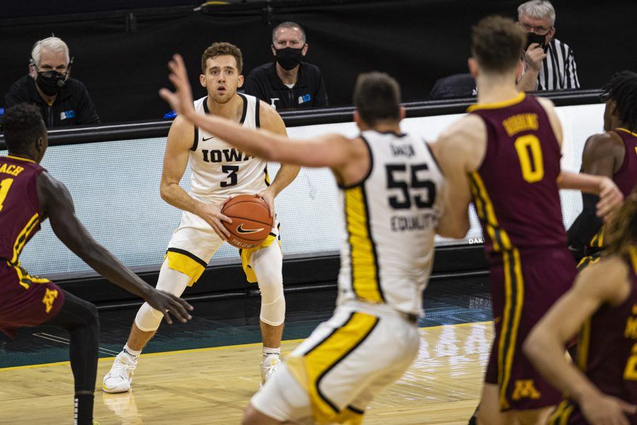 Iowa+guard+Jordan+Bohannon+looks+to+pass+during+a+men%27s+basketball+game+between+Iowa+and+Minnesota+on+Sunday.