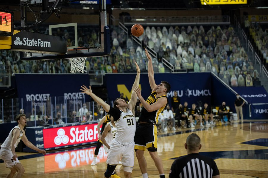 Iowa+Center+Luka+Garza+%2855%29+shoots+the+basketball+during+the+first+half+of+the+men%27s+basketball+game+against+the+University+of+Michigan+at+Crisler+Arena+in+Ann+Arbor+on+Thursday%2C+February+25%2C+2021.+Michigan+leads+at+the+half%2C+32-29.+%28Jake+Maish%2FThe+Daily+Iowan%29